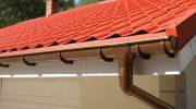 Защита дома от осадочных и талых вод: выбор ПВХ и металлических водосточных систем