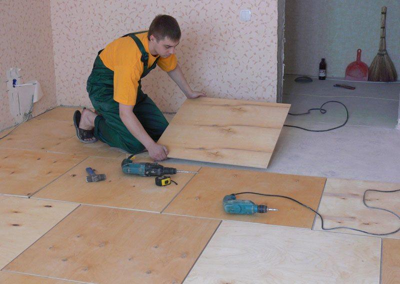 Выравнивание деревянного пола фанерой: виды материала, установка лаг и укладка листов