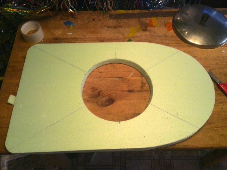 Как вырезать круг в фанере: подбор инструмента, технологии фигурной резки лобзиком, фрезером и подручными средствами