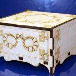 Квадратная шкатулка для украшений