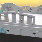 Вариант декора детской кровати из фанеры