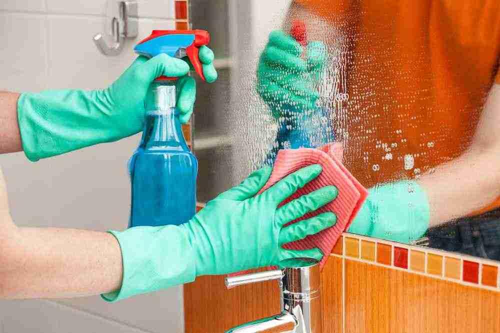 Зеркало в ванной - как отмыть и защитить от налета
