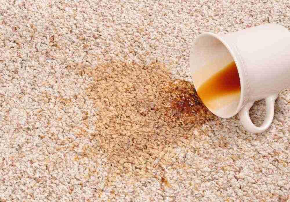 Трудновыводимые пятна на ковре: как избавиться?