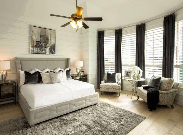 Как красиво оформить стену за спинкой дивана или изголовьем кровати