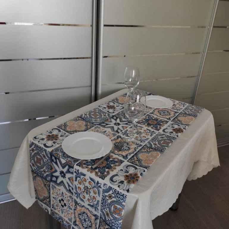 Фарфоровая посуда и раннеры