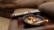 Чем вывести запах сигарет от мебели