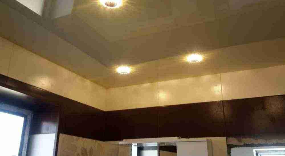 Варианты освещения кухни с натяжным потолком
