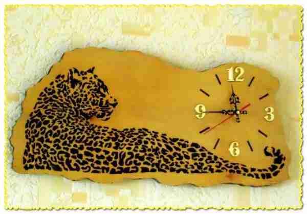 Часы, изготовленные из фанеры.