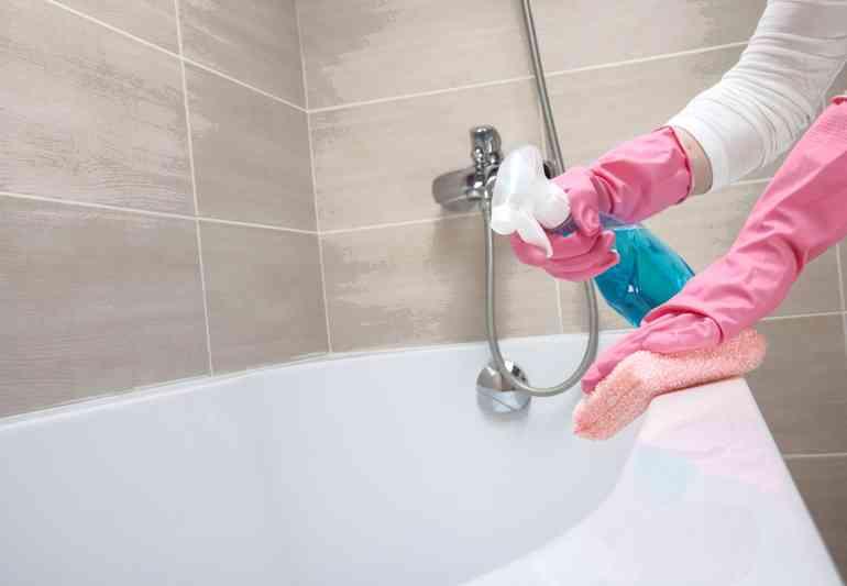 Какое средство быстрее всех вернёт белизну вашей ванне
