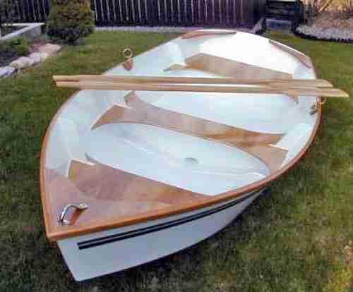 До того, как вы разместите в лодке, сделанной своими руками, пару вёсел, необходимо пройти немалый путь и для начала завести себе чертеж лодки из фанеры