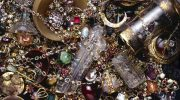 Тайники в хрущёвках — как раньше прятали драгоценные вещи