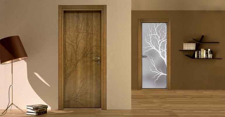 Двери с рисунком в интерьере квартиры