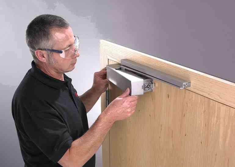 Какие ошибки бывают при установке дверных доводчиков