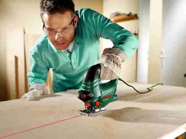 Электролобзик – незаменимый инструмент в работе с фанерой