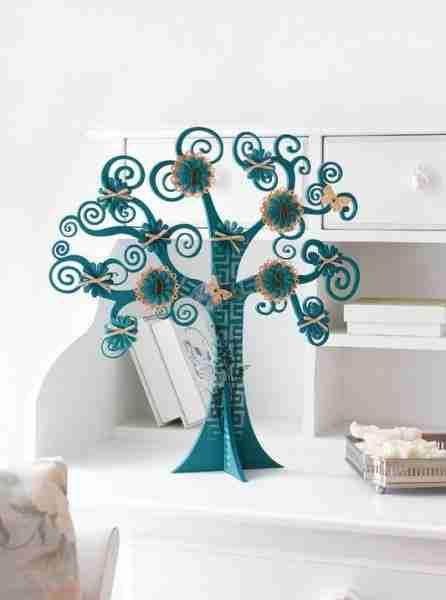 Это дерево из фанеры в детскую раскрашено алкидными эмалями.