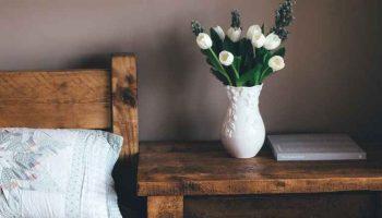 Как украсить интерьер квартиры вазами: 5 нестандартных решений для правильного акцента