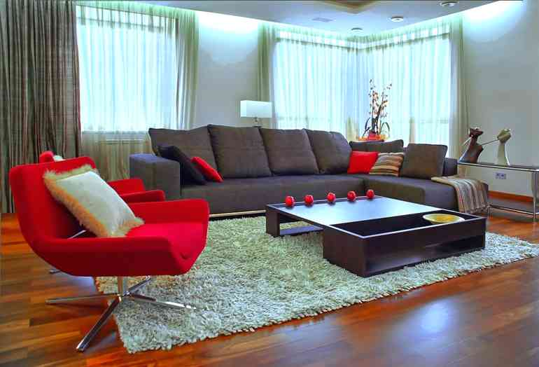 Нужно ли кресло в интерьере гостиной?