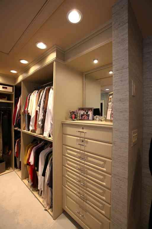Зачем нужна подсветка в гардеробном шкафу