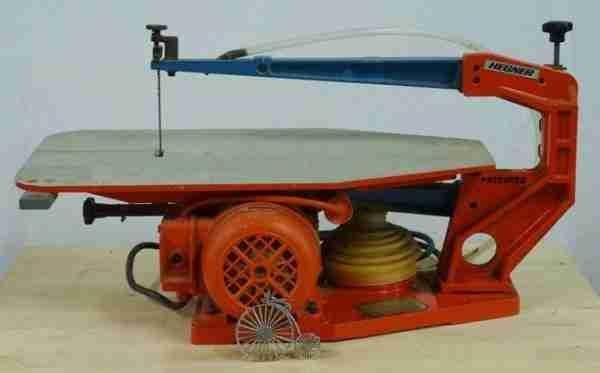Инструмент на фото - станок для выпиливания HEGNER Multicut. Его цена на российском рынке - около 70 000 рублей.