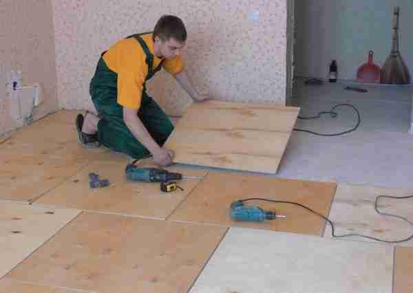 Используя фанеру, подготовить основу для напольного покрытия можно очень быстро