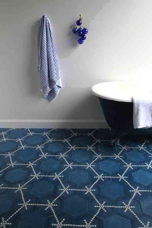 Как красиво отделать ванную цементной плиткой