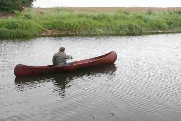 Каноэ Амазонка собственного изготовления на воде