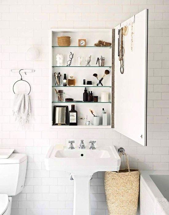 Как найти место для хранения в маленькой ванной комнате