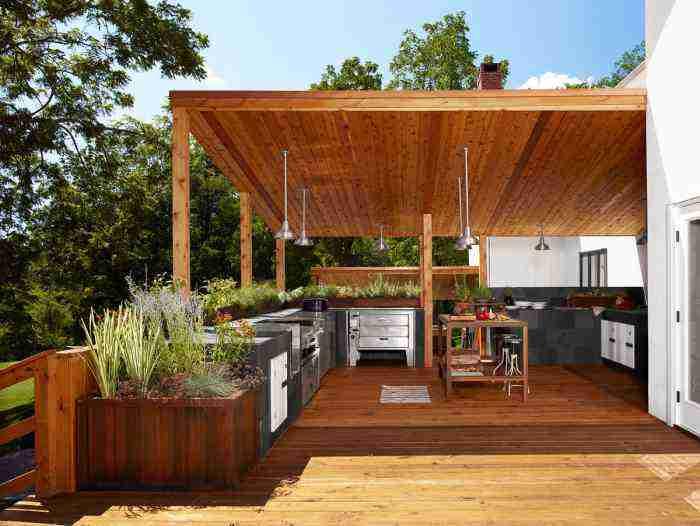 Уютная летняя кухня на террасе