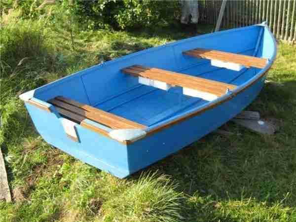 Лодка готовая и окрашенная из фанеры