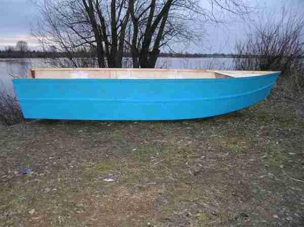 Лодка «классической» конструкции.