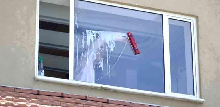Щётка прямоугольной формы на магните для протирки стекла с обратной стороны окна