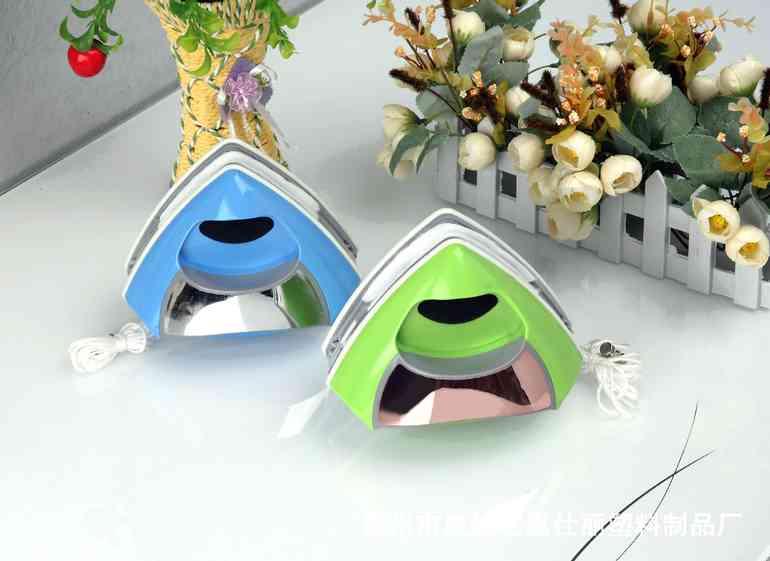 Щёточки треугольной формы для лёгкого мытья окон с обратной стороны