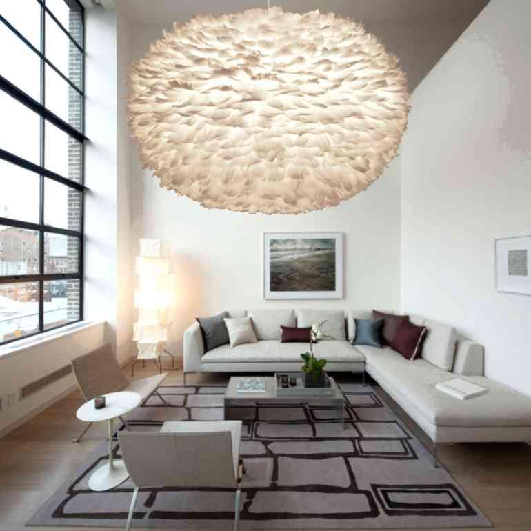 Как правильно декорировать стены в комнате с высокими потолками