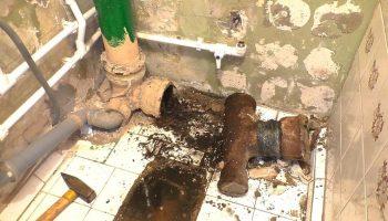 Когда пора менять канализационные стояки в квартире?