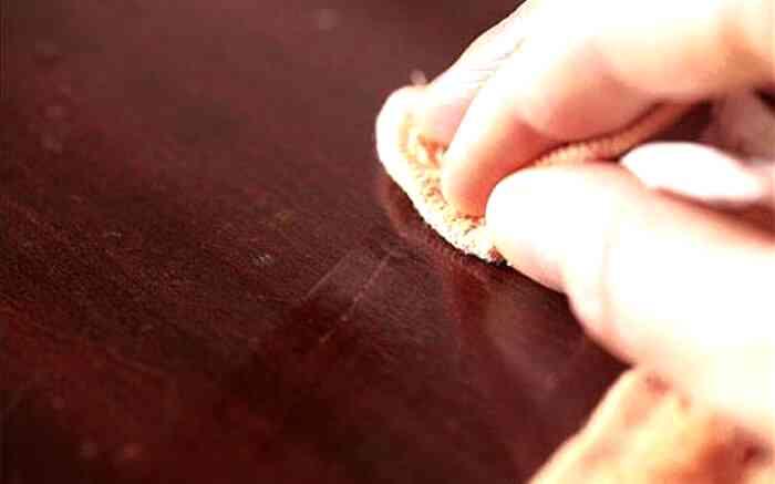 Как скрыть мелкие потёртости на деревянной мебели