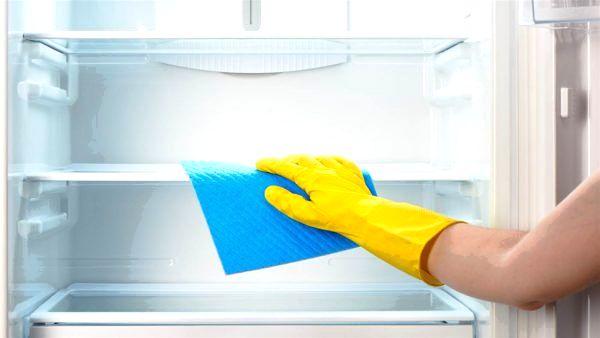 Как удалить неприятные запахи из холодильника