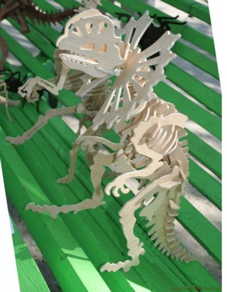 Модель такого динозавра сделать не сложно, дело только в терпении при выпиливании лобзиком деталей.