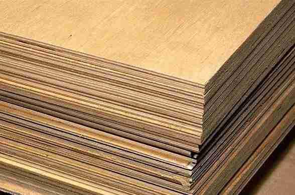 На фото – 1 кубометр древесно-слоистой плиты.