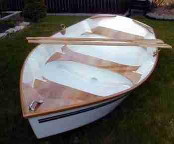 На фото – лодка из фанеры, выполненная по приведенной ниже технологии