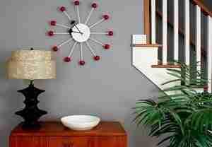 На фото – простые и оригинальные часы.
