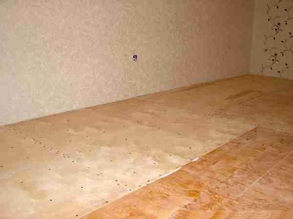 Напольное покрытие, изготовленное с использованием прессованного шпона