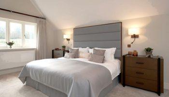 Приглушенный, но не тусклый: как сделать свет в спальне правильным