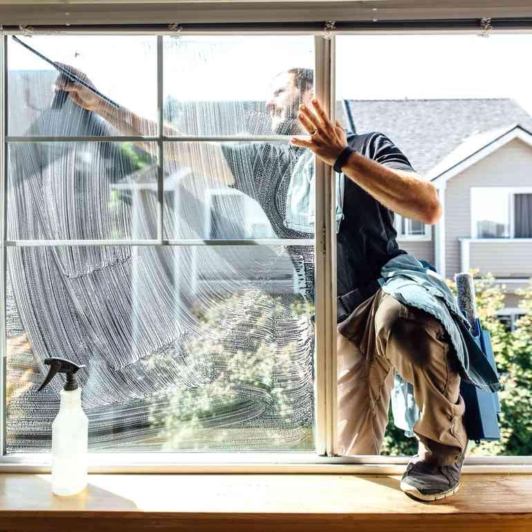 Как легко и начисто помыть окна с обратной стороны