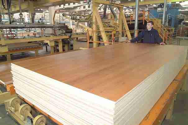 Некоторые виды данного материала требуют дополнительной обработки в виде ламинирования, а значит, необходимо дополнительное оборудование и расходные материалы