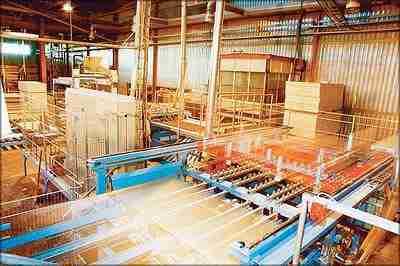 Огромные линии конвейерного типа позволяют практически полностью автоматизировать весь процесс