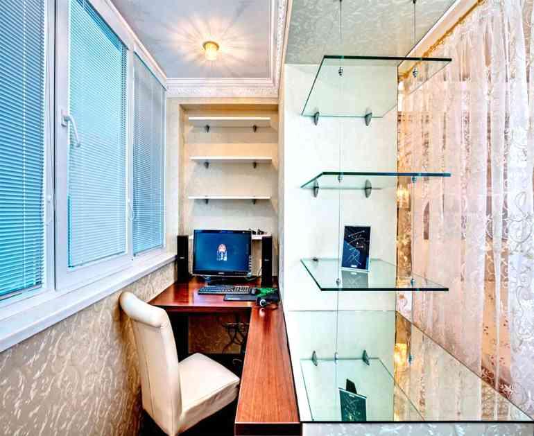 Какие тонкости нужно учесть в дизайне рабочего кабинета на балконе