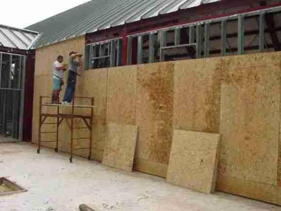 Отделка стен листами фанеры