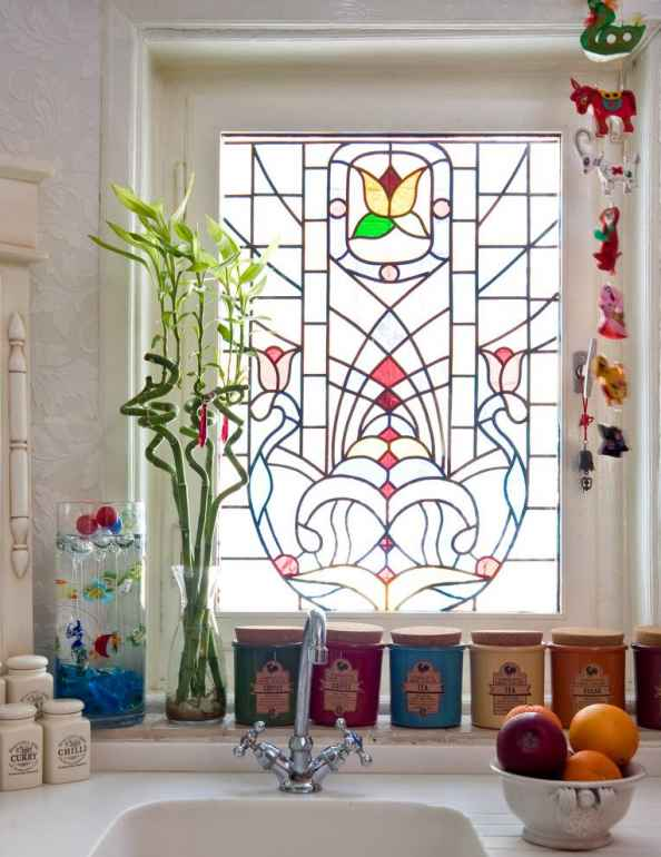 Как скрасить неудачный вид из окна квартиры с помощью дизайнерских уловок