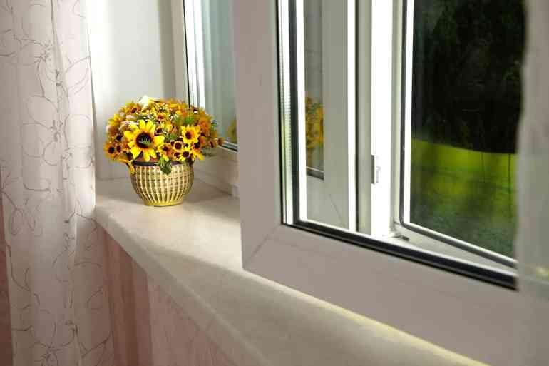Почему желтеют пластиковые окна и как это побороть