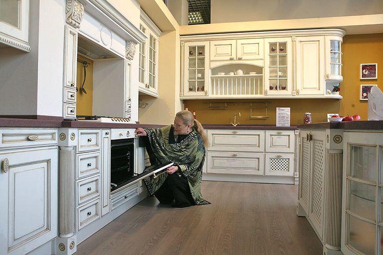 Фасады кухни в белом глянце: стоит ли так рисковать
